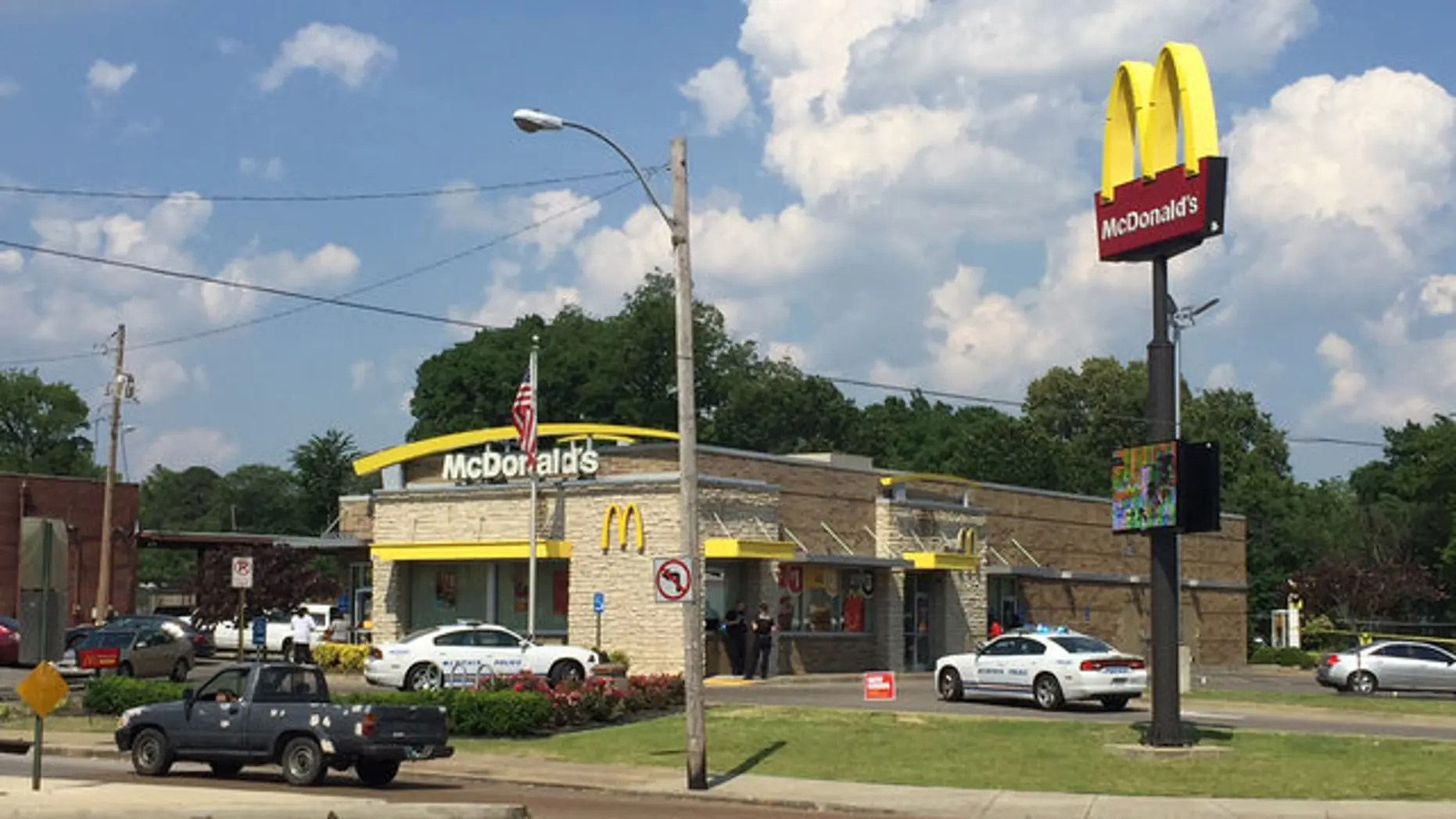 Fox 13 News Memphis Man With Baby Shoots Would Be Robber Outside Tennessee Mcdonald S