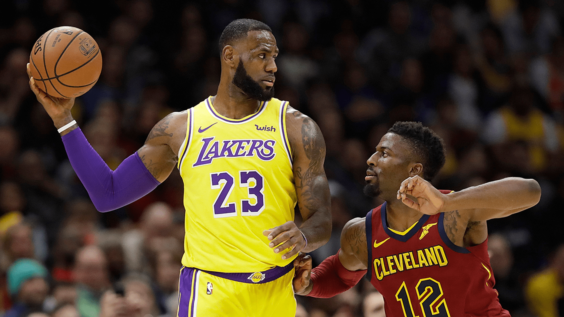 Lakers Lebron James Returns To Cleveland Gets Standing