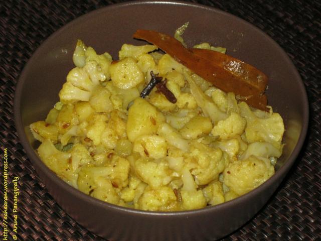 Alu Phool Kopir Dalna (Bengali Potato and Cauliflower Curry)