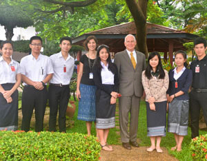 U.S. Ambassador to the Lao P.D.R. Daniel Clune, center, and Public Affairs Officer Pam DeVolder, center left, with SUSI and UGRAD students. (US Embassy in Vientiane photo)