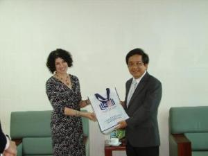 Consul General Rena Bitter presents a gift to Associate Prof. Dr. Tran Van Nam of the University of Da Nang in this 2015 U.S. Embassy in Ho Chi Minh City photo.