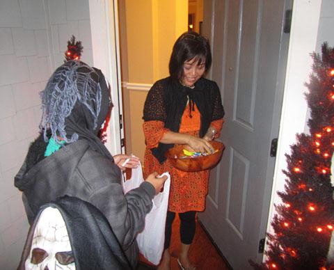 halloween-trick-or-treat1