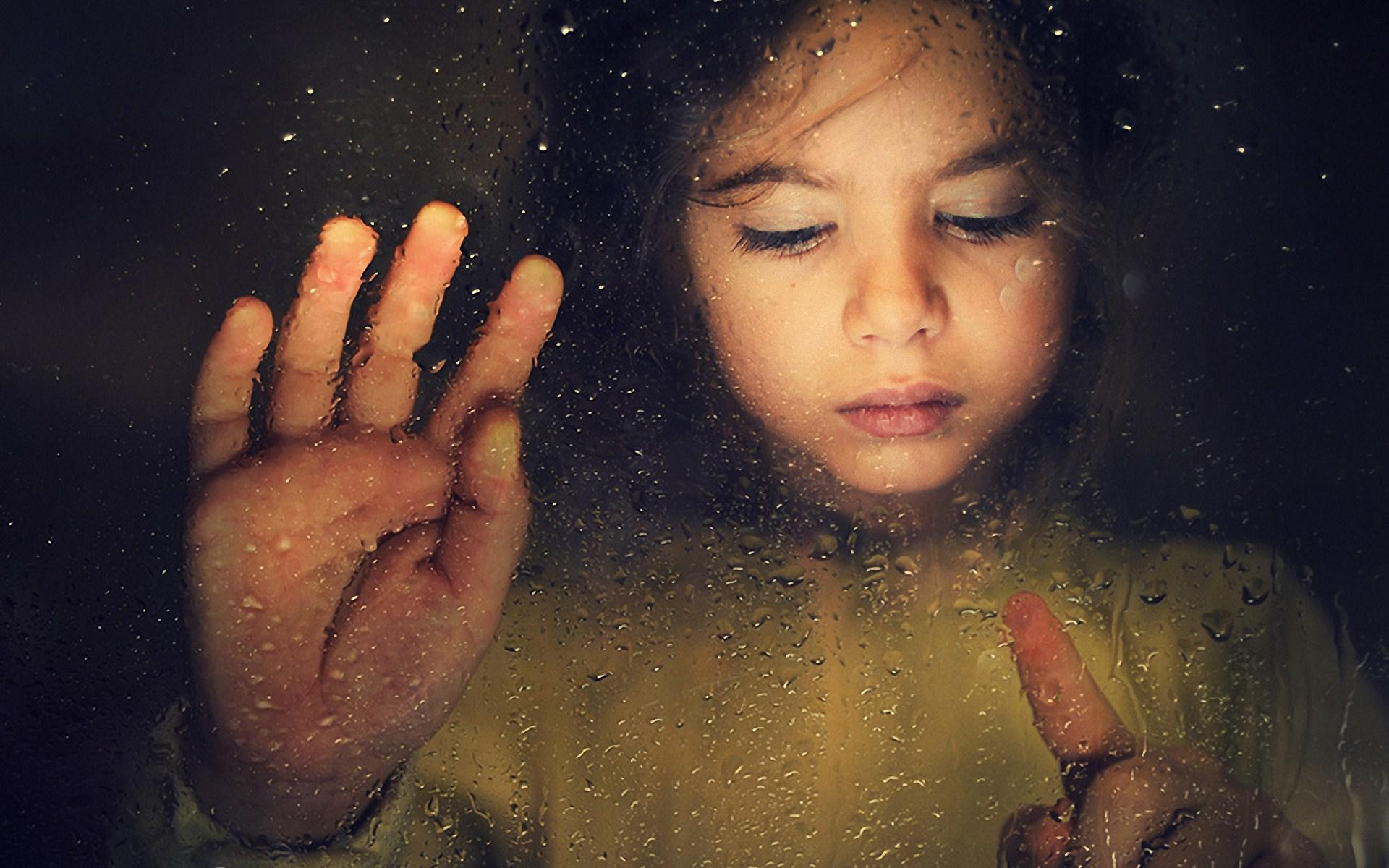 Crying Girl Wallpapers Rain Government Likely To Junk Inter Parental Child Abduction