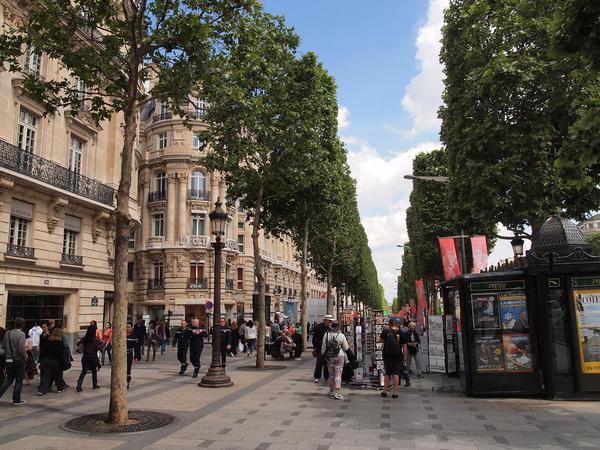 الشانزلزيه في باريس