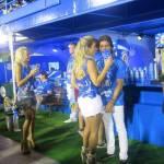 Irís Stefanelli flerta em camarote da Sapucaí: 'Quero desencalhar