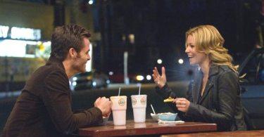 Sam (Chris Pine) and Frankie (Elizabeth Banks) in People Like Us