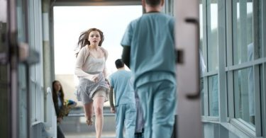Mia (Chloë Grace Moretz ) rushes into the hospital