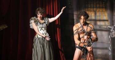 Bess (Kristen Connelly) introduces Houdini (Adrien Brody) in chains