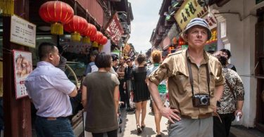 Hector (Simon Pegg) gets his first view of the Chinese streets