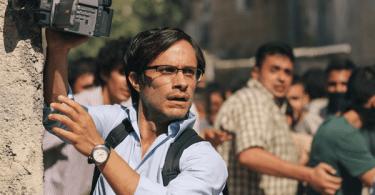 Maziar Bahari (Gael Garcia Bernal) starts shooting the riots
