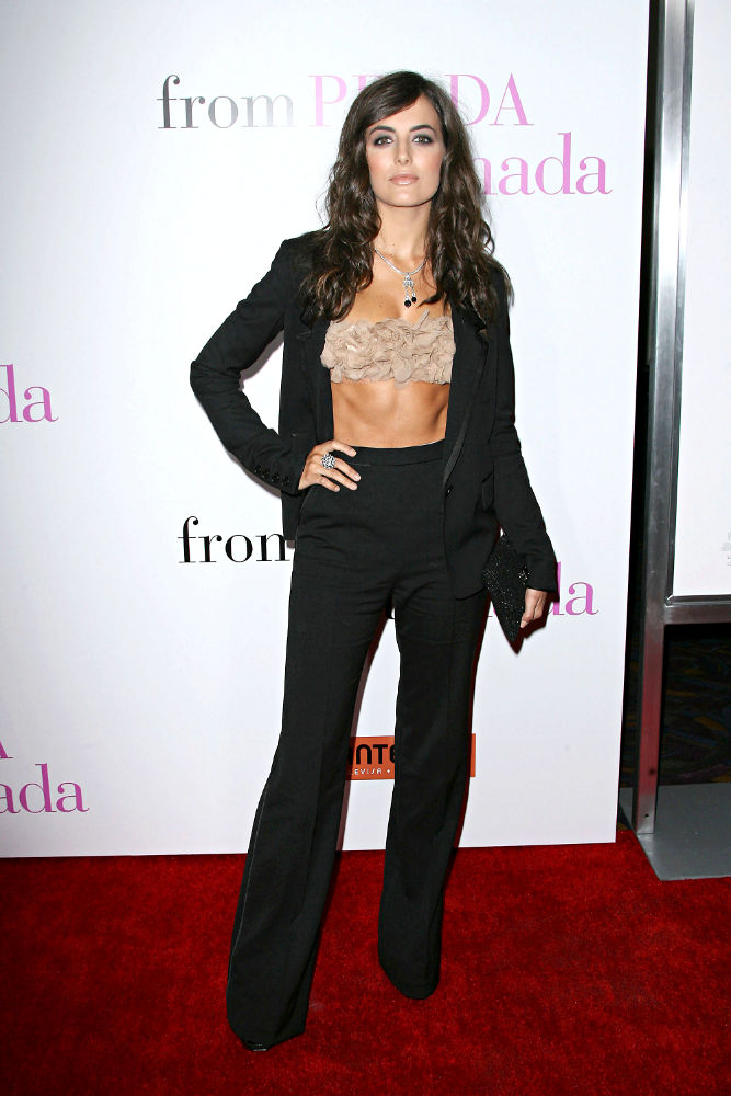 Dvd Regal Camilla Belle Bares Midriff At 'from Prada To Nada' Los