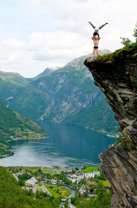 1000 Wallpapers For Girls Balancing On The Edge Of A Cliff Pics Fungur Blogspot Com