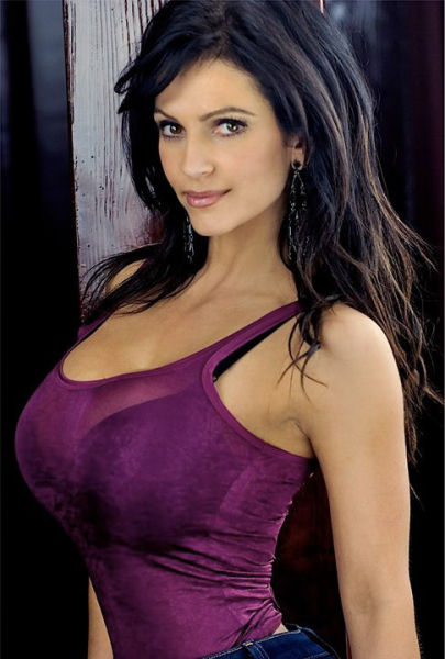 buxom denise milani facebook pictures 20 tig ol bitties cool stuff hot gifs  Tig ol Bitties Tuesday: Large Jugs of Awesomenss (52 photos)