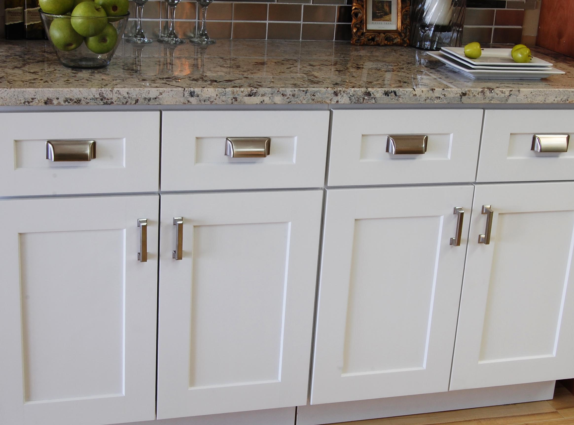 Chrome Handles For Kitchen Cabinets White Shaker Kitchen Cabinet Doors With Chrome Handles