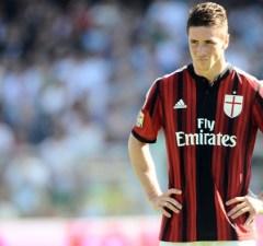 Fernando+Torres+AC+Cesena+v+AC+Milan+Serie+gCd0PkGBMb_l