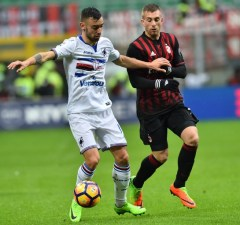 "Sampdoria's midfielder from Portugal  Bruno Fernandes (L) fights for the ball with AC Milan's forward from Spain Gerard Deulofeu during the Italian Serie A football match AC Milan vs Sampdoria at ""San Siro"" Stadium in Milan on February 5, 2017.   / AFP PHOTO / GIUSEPPE CACACE"