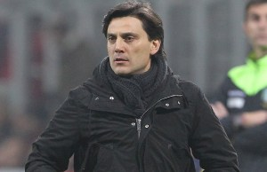 MILAN, ITALY - FEBRUARY 19:  AC Milan coach Vincenzo Montella watches the action during the Serie A match between AC Milan and ACF Fiorentina at Stadio Giuseppe Meazza on February 19, 2017 in Milan, Italy.  (Photo by Marco Luzzani/Getty Images)
