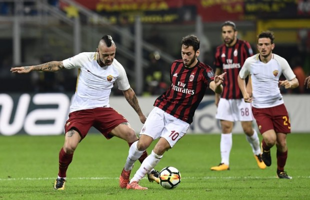 AC Milan's German midfielder Hakan Calhanoglu vies with AS Roma's Belgian midfielder Radja Nainggolan during the Italian Serie A football match AC Milan vs AS Roma at the San Siro stadium in Milan on October 1, 2017. / AFP PHOTO / MIGUEL MEDINA