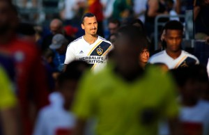 CARSON, CA - JULY 29: Zlatan Ibrahimovic #9 of the Los Angeles Galaxy enters the field at StubHub Center on July 29, 2018 in Carson, California.   Katharine Lotze/Getty Images/AFP