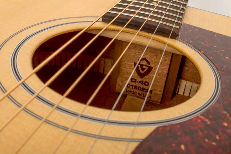 GUild-D-40_soundhole2
