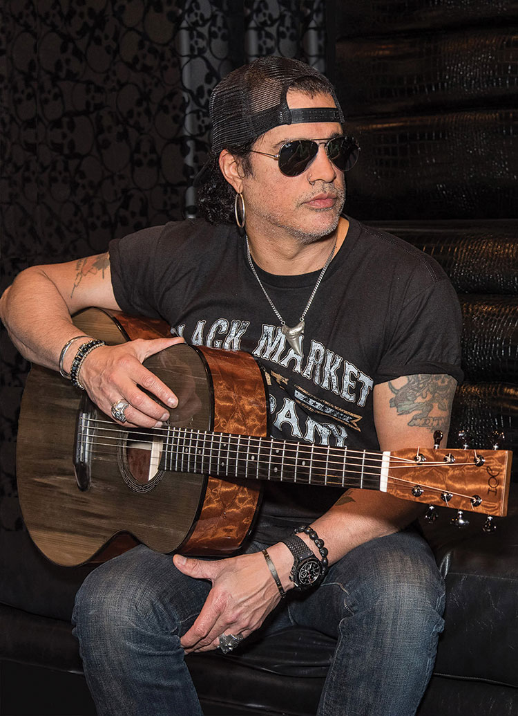 Slash with his prized custom JOI acoustic. (Photo by Gordon Ross)