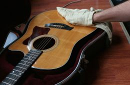cleaning-the-guitar