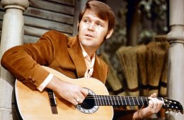 American country & western singer Glen Campbell, circa 1967. (Photo by Silver Screen Collection/Hulton Archive/Getty Images)