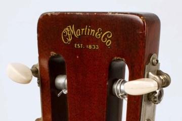 1958-Martin-00-18G_headstock