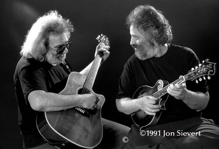 Jerry Garcia & David Grisman Play 'God Rest Ye Merry Gentlemen'