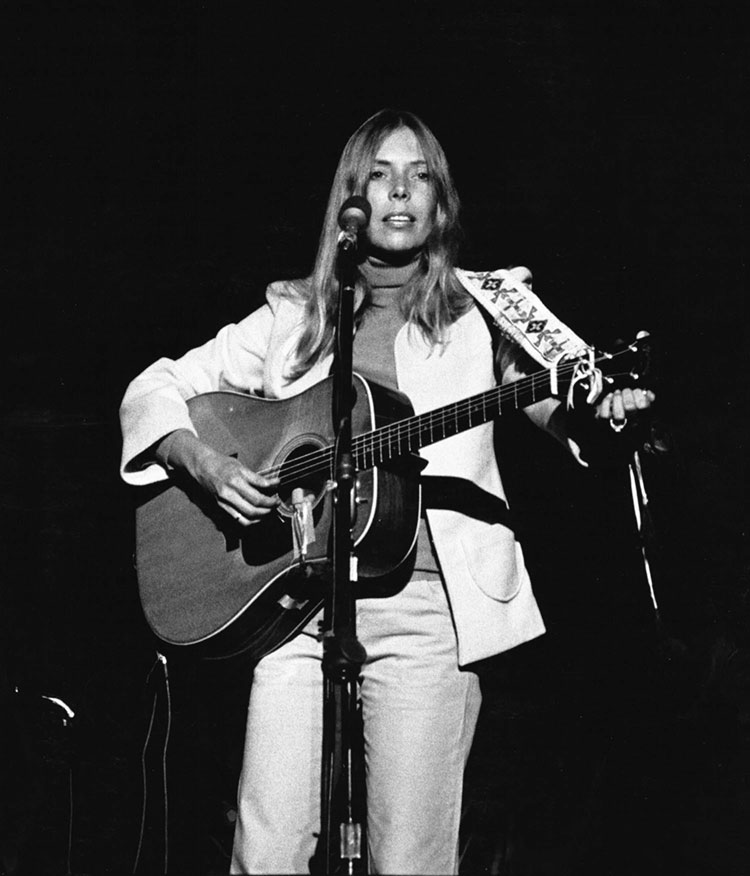 Video Lesson: Inside Joni Mitchell's Inventive Guitar Style
