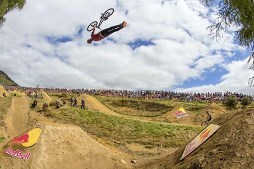 Massive Dirt Jumps on the Farm: Rat Pack Goes South | Episode 3