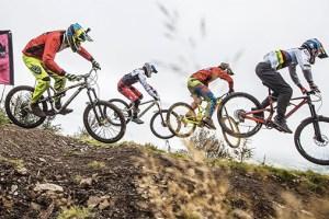 Is World Champ Loïc Bruni faster than 400 riders? | Red Bull Foxhunt