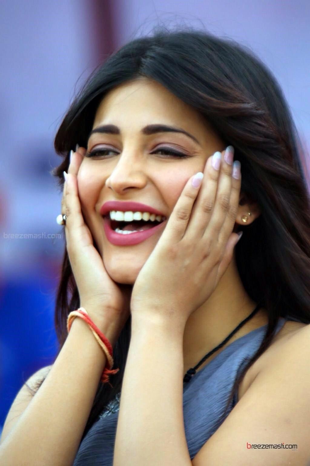 Sruthihasan Cute Hd Wallpapers Shruti Hassan Unscene Cute Photos Actress360degree
