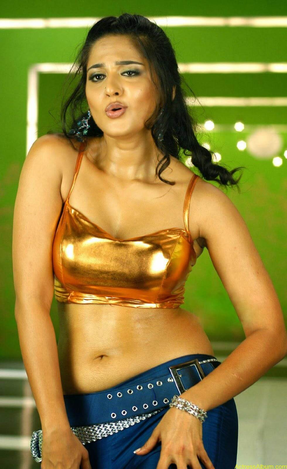 Cute Indian Actress Hd Wallpapers Anushka Shetty Sexy In Hot Golden Dress Actress Album