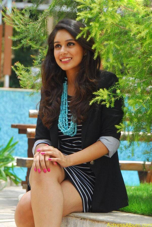 Akshara Haasan Cute Wallpapers Alisha Hot Stills Actress Album