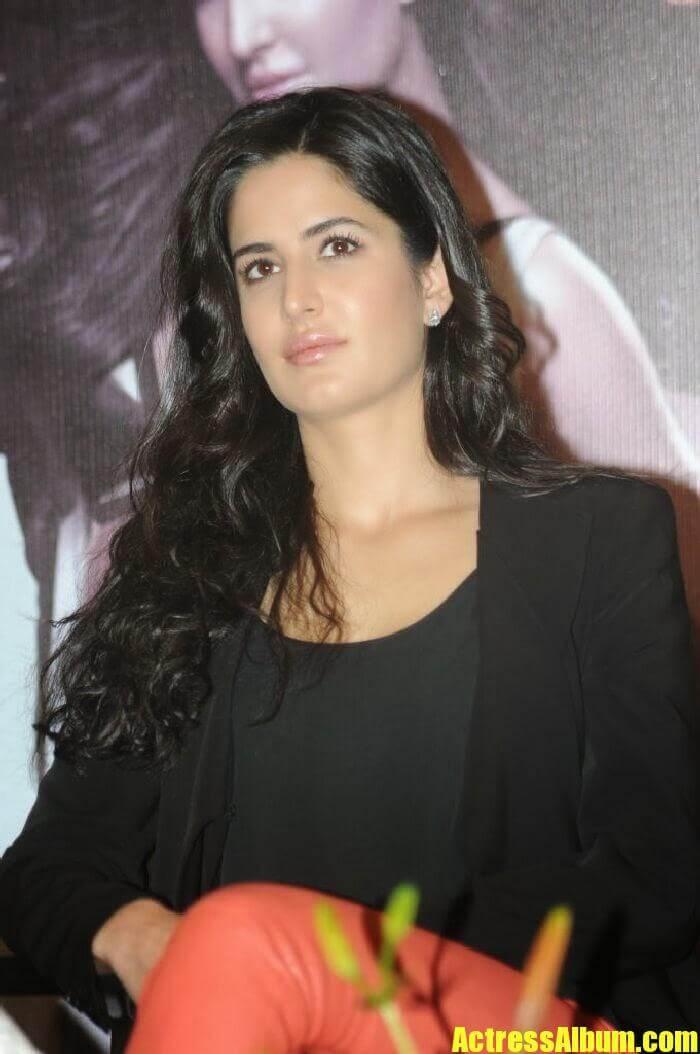 Latest Bollywood Hd Wallpapers Katrina Kaif Cute Beautiful Photos In Black Dress