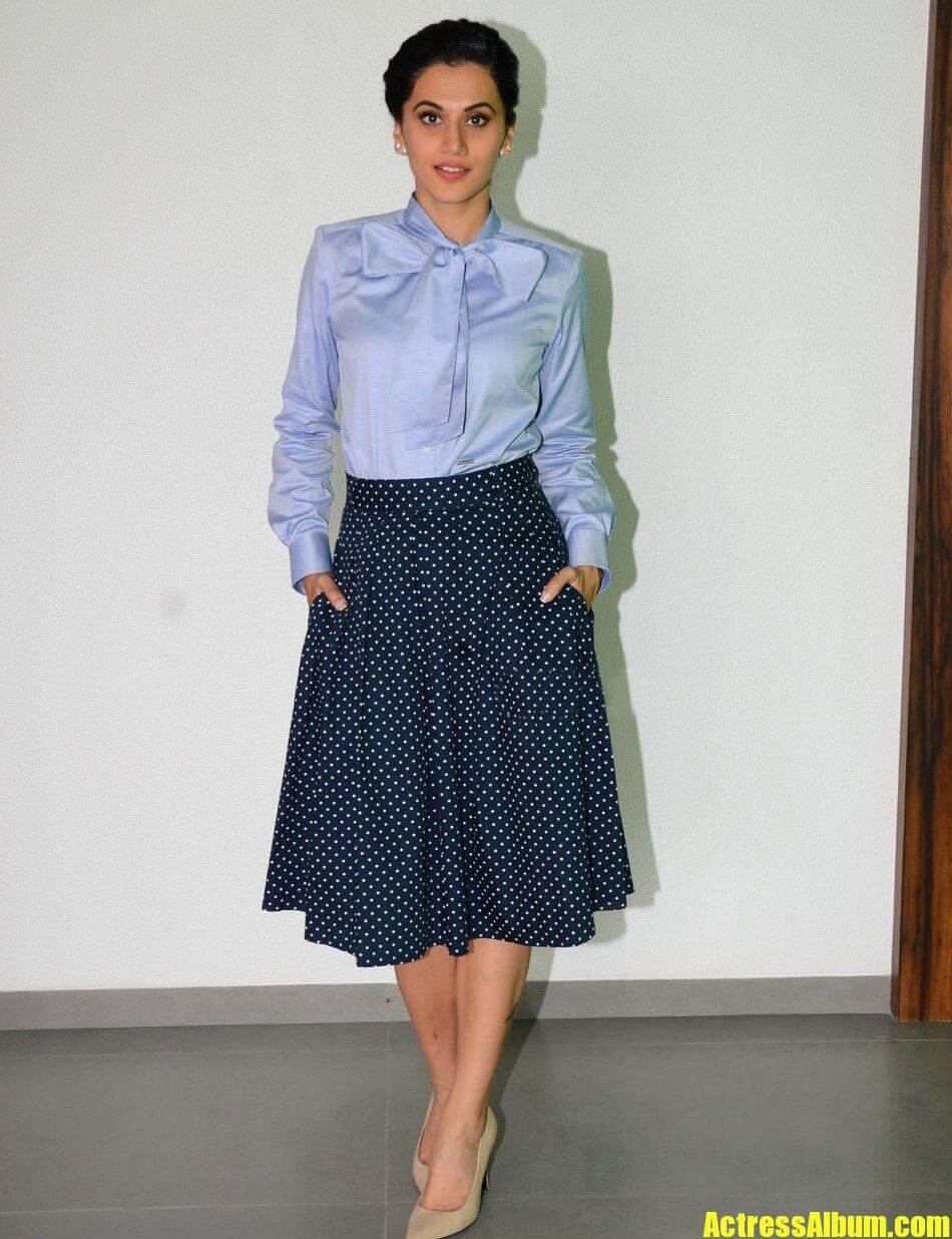 Dia Mirza Cute Wallpapers Tapsee Pannu Latest Photoshoot In Blue Skirt Actress Album