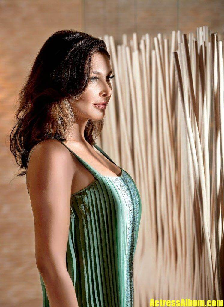 Akshara Haasan Cute Wallpapers Actress Lisa Ray Latest Magazine Photoshoot Actress Album