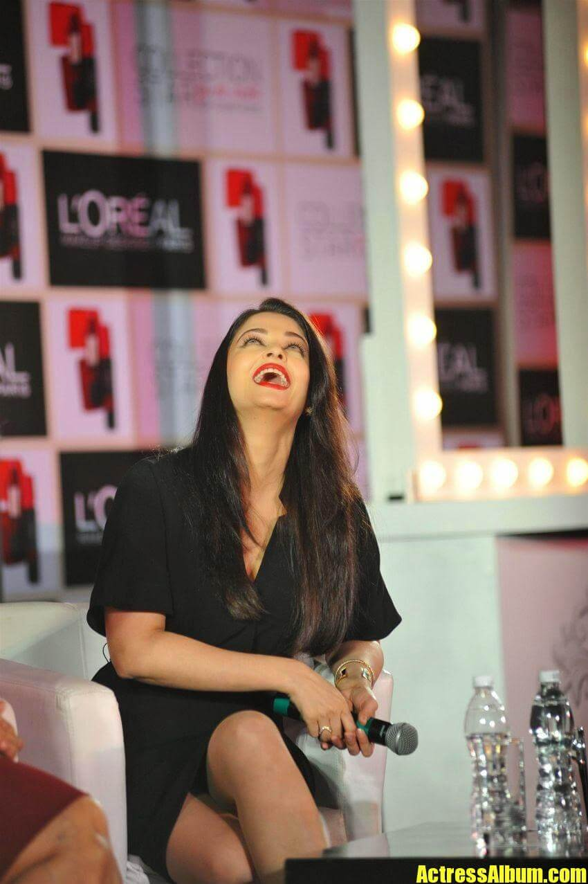 Cute Aishwarya Rai Wallpapers Bollywood Hot Aishwarya Rai Bachchan Sexy Thighs And