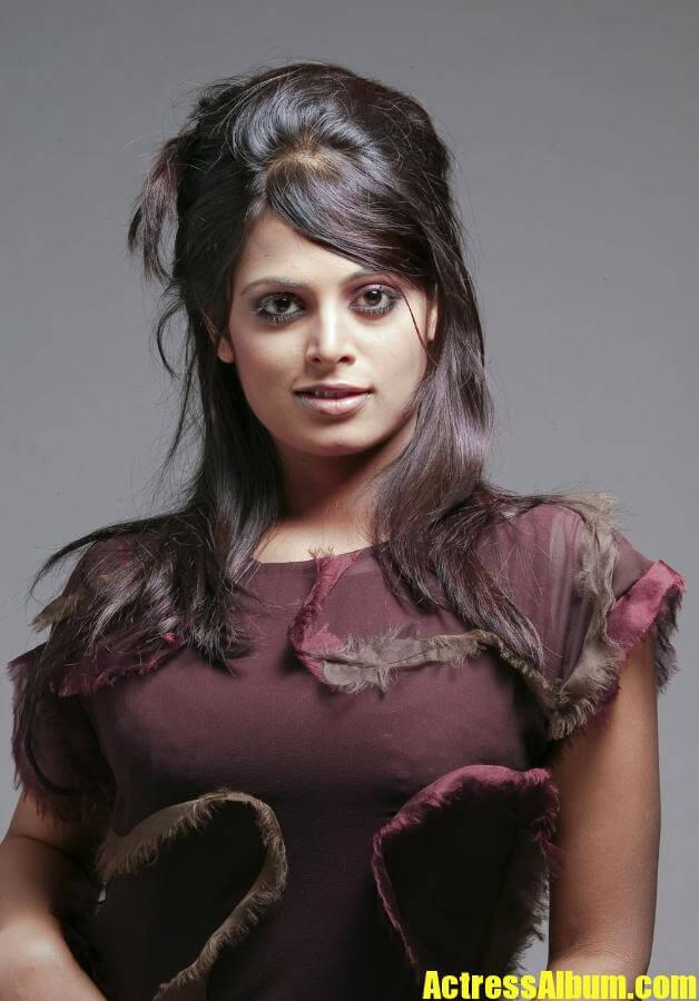 More Cute Wallpapers Sindhu Menon Hot Photos Actress Album