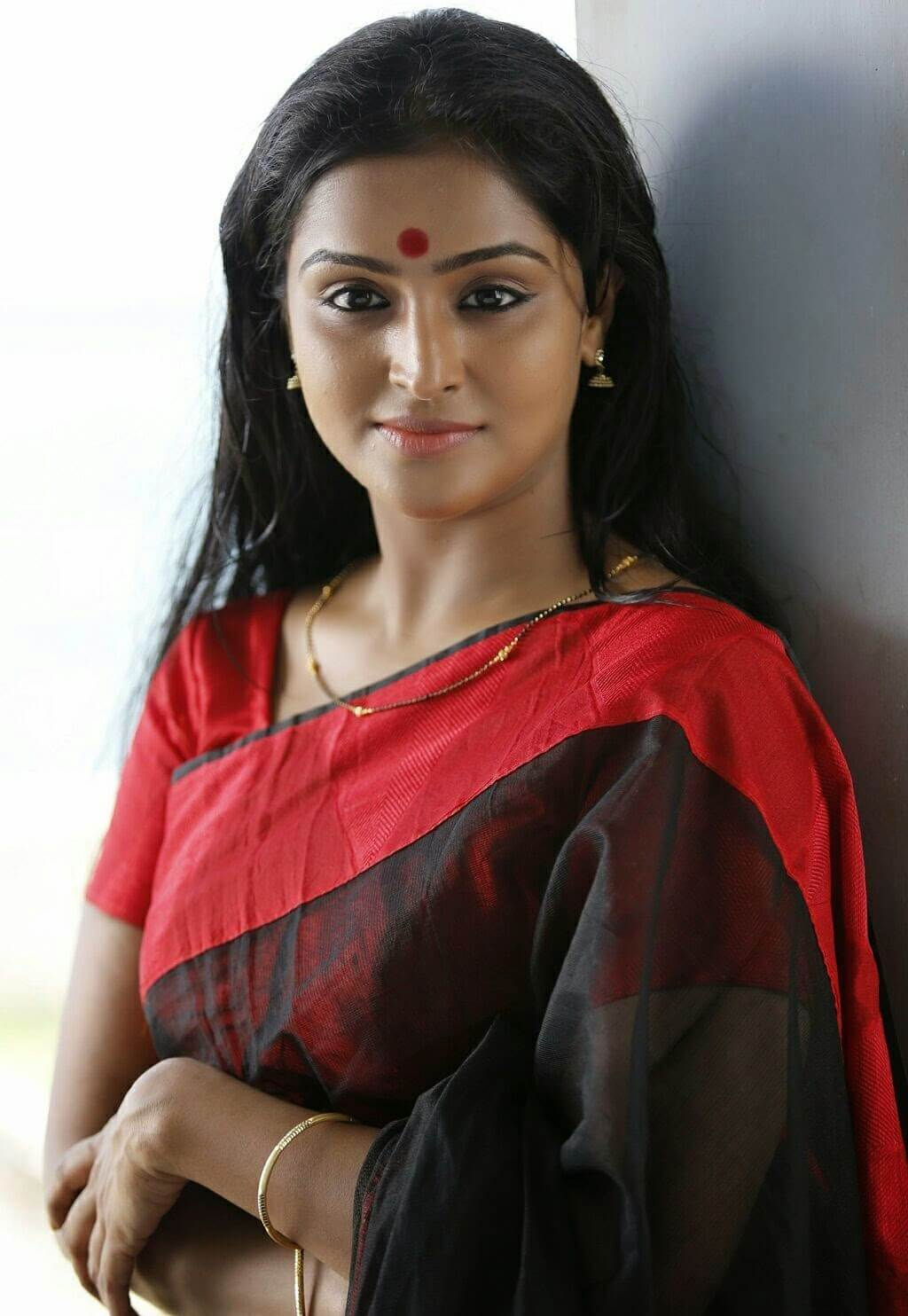 Ramya Nambeesan Cute Wallpapers Actress Remya Nambeesan Long Hair In Black Saree Actress