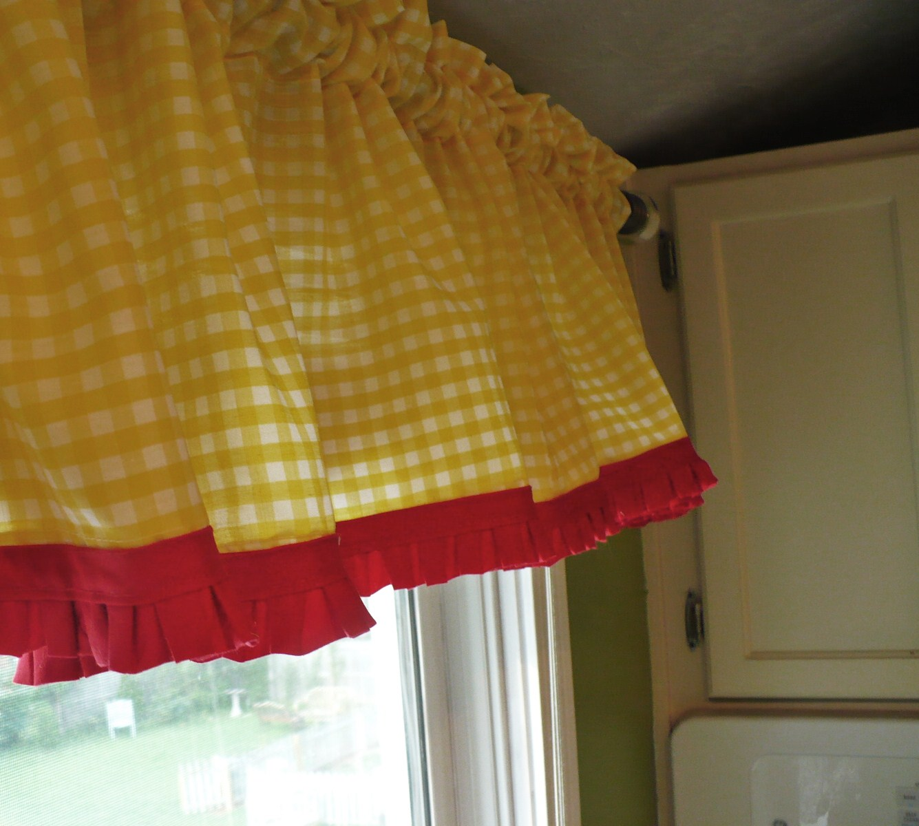 Red And Green Curtains Red Yellow Kitchen Curtains Curtain Menzilperde Net