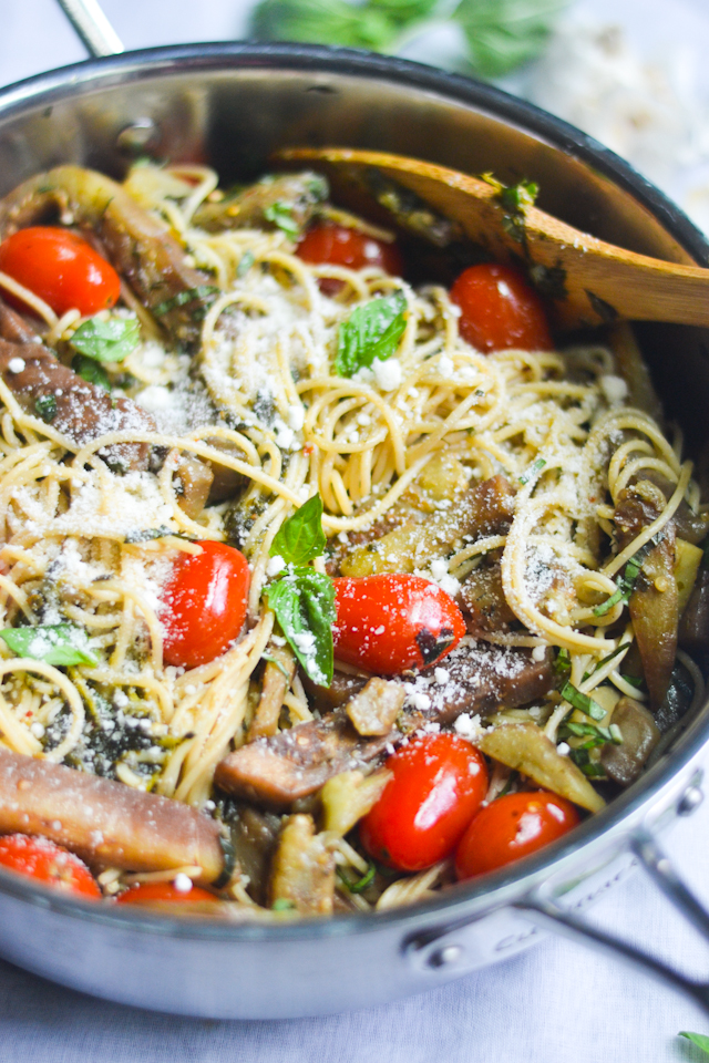 This summery pasta with tomatoes and eggplant is a great 30 minute meatless meal!