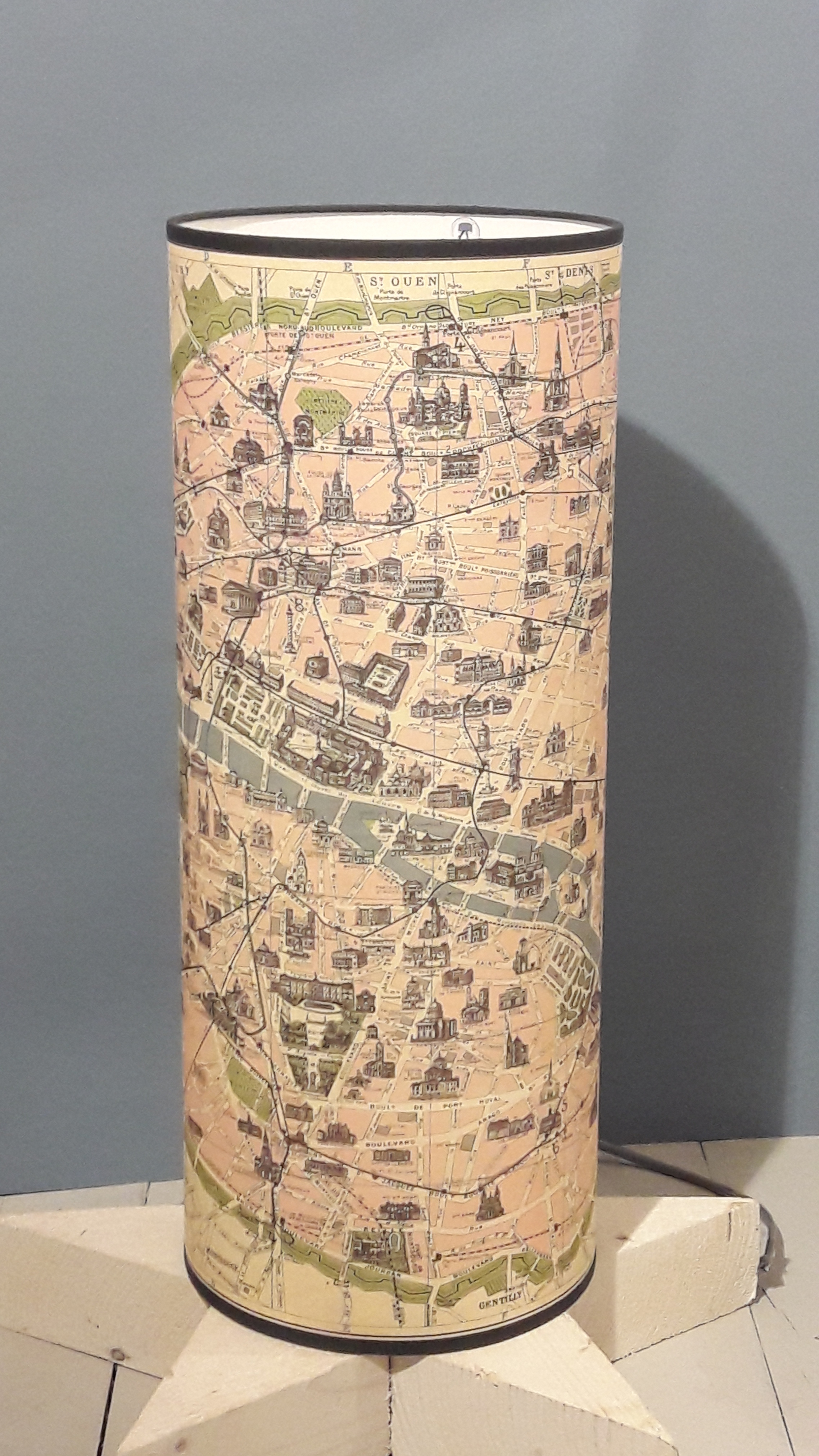 Magasin Luminaire Paris Lampe Totem Plan De Paris Pastel