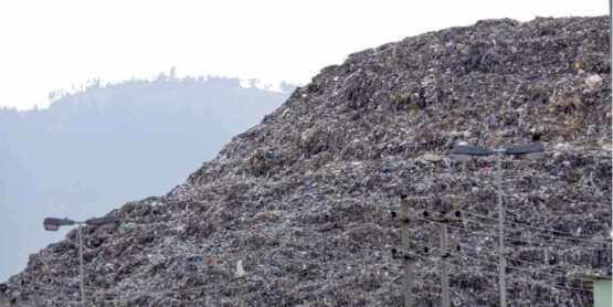 Qoshe mountain of waste
