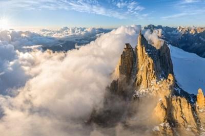The peak of Aiguille du Midi wallpaper - Opera opset stikken