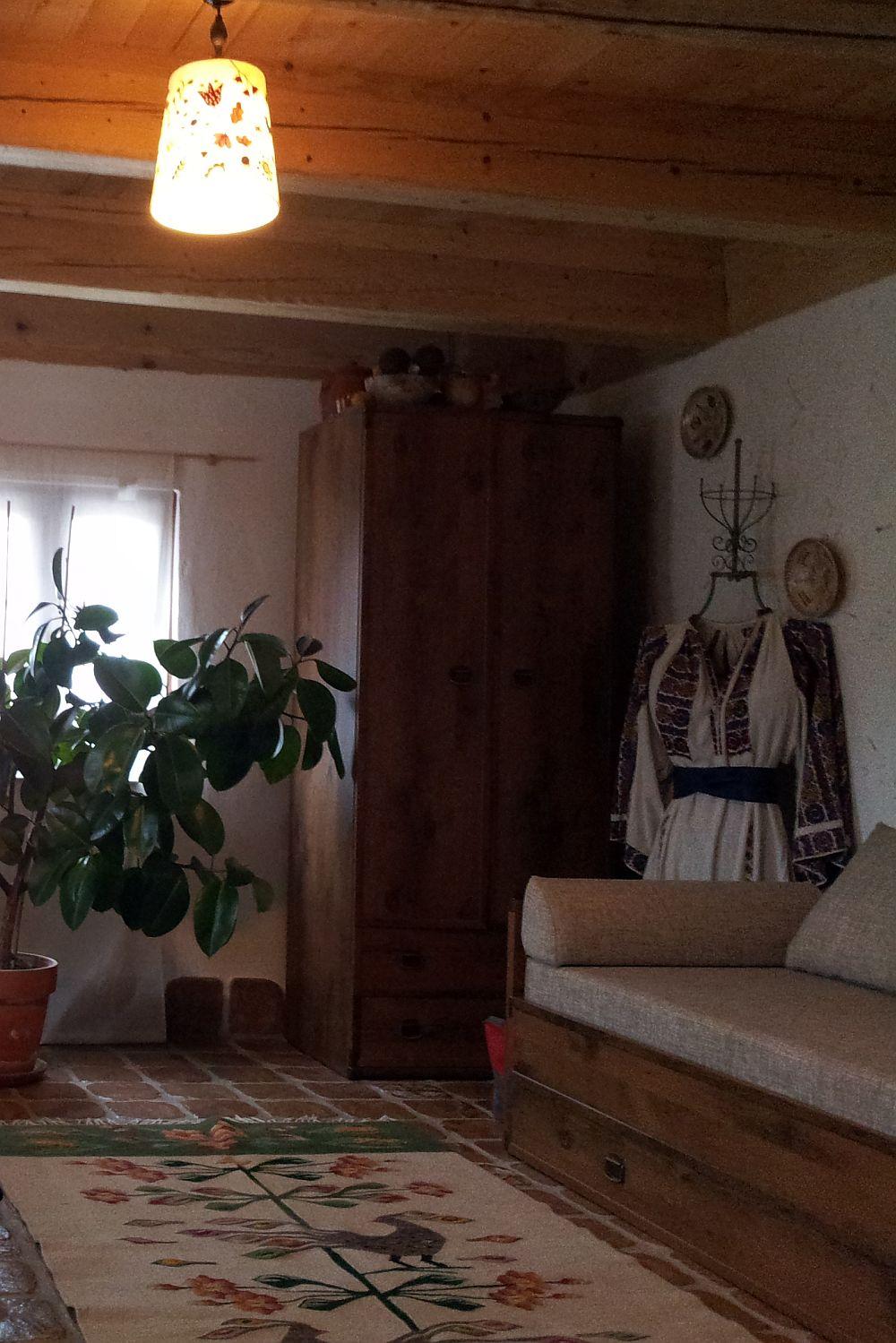 adelaparvu.com despre casa traditionala reconditionata Brasov (6)