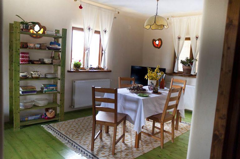 adelaparvu.com despre casa din chirpici la Ciolpani, Poiana Florilor, designer Elena Vasiliu arh. Raluca Suru, Foto Dragos Boldea (31)