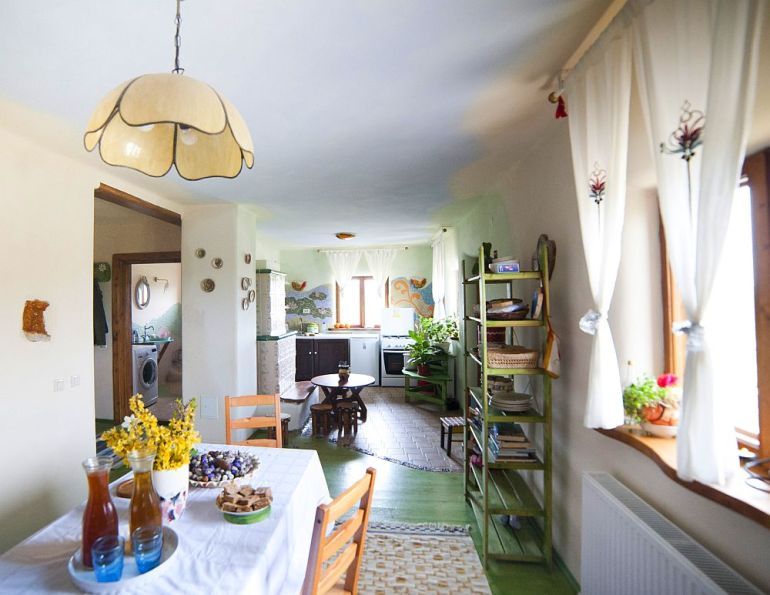 adelaparvu.com despre casa din chirpici la Ciolpani, Poiana Florilor, designer Elena Vasiliu arh. Raluca Suru, Foto Dragos Boldea (6)