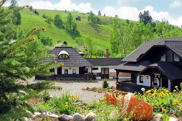 despre case traditionale romanesti, Casa Poveste, Campulung Moldovenesc, Romania, bedand breakfast Romania (6)